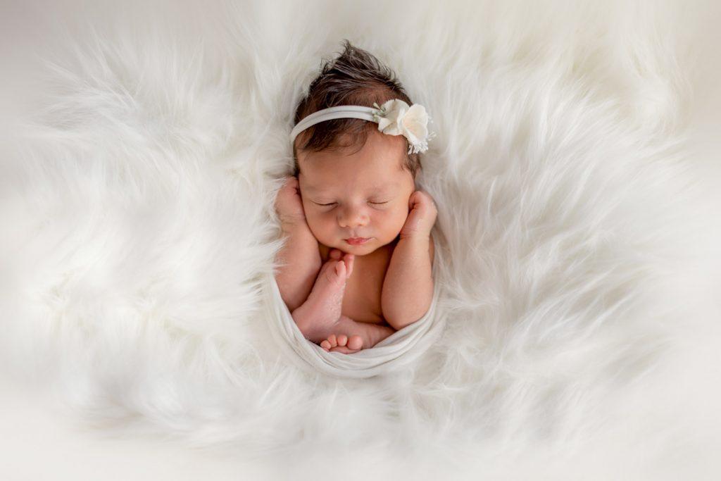 newborn fotograf zilina, jednoduchost, jemnost, novorodenec